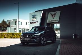 SEAT Tarraco trojštvrťový pohľad spredu vľavo- čierna farba