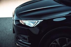 SEAT Tarraco pohľad zboku detail predná kapota- čierna farba