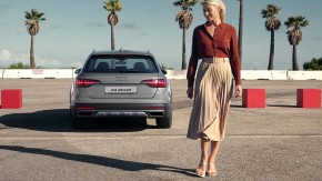 Audi A4 Allroad- pohľad zozadu - sivá farba