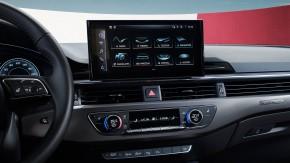 Audi A4 Allroad- interiér detail volant, display- sivá farba