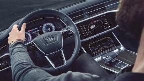 Audi A6 Allroad- interiér, detail volant- zelená farba