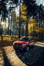 Volkswagen T-Cross- trojštvrťový pohľad spredu- oranžová farba