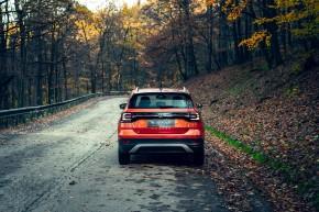 Volkswagen T-Cross- pohľad zozadu- oranžová farba