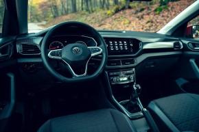 Volkswagen T-Cross- interiér, detail prístrojová doska- oranžová farba 2