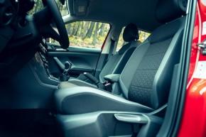 Volkswagen T-Cross- interiér, detail predná sedačka- oranžová farba