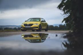 ŠKODA Superb- trojštvrťový pohľad spredu- žltá farba