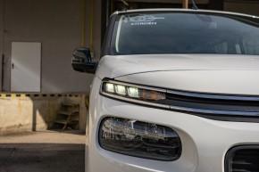 Citroën Berlingo  pohľad spredu, detail predné svetlo- biela farba