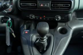 Citroën Berlingo interiér, prístojová doska detail páka