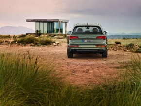 Audi Q5- pohľad zozadu- zelená farba