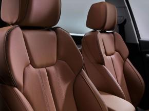 Audi Q5- interiér-  predné sedadlá