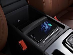 Audi Q5- interiér-  stredový panel, bezdrôtové nabíjanie telefónu