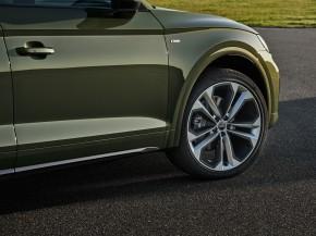 Audi Q5- pohľad zboku, detail predné koleso- zelená farba