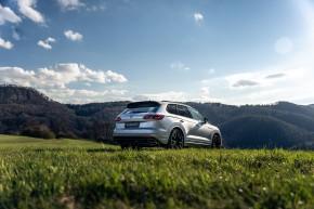 Volkswagen Touareg krémová