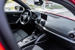 Audi Q2 červená farba interiér