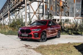 BMW X6 červená